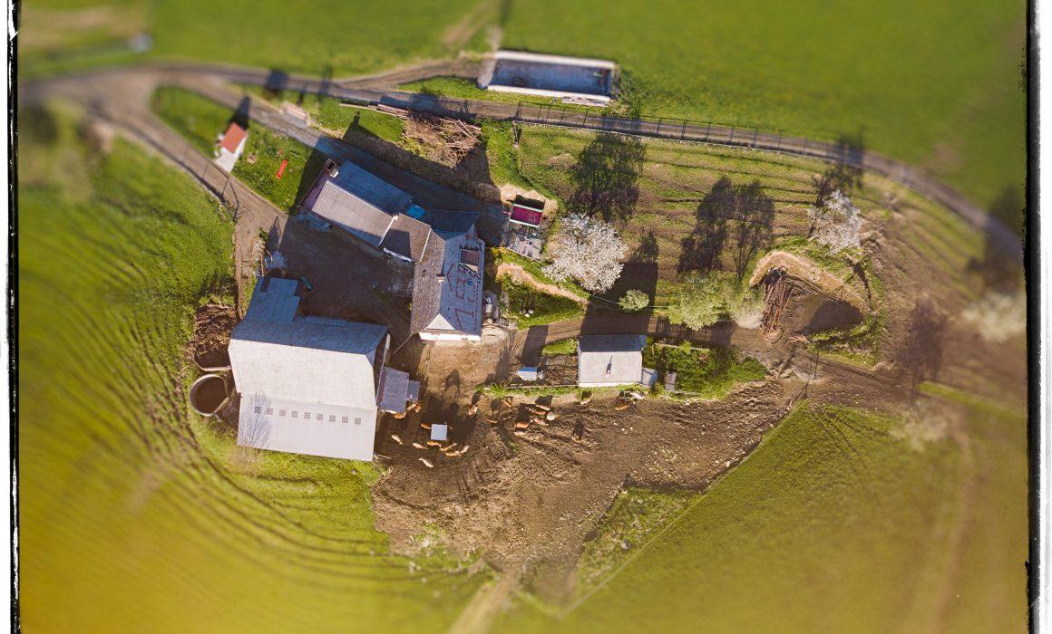 Bauernhof Drohnen Aufnahme
